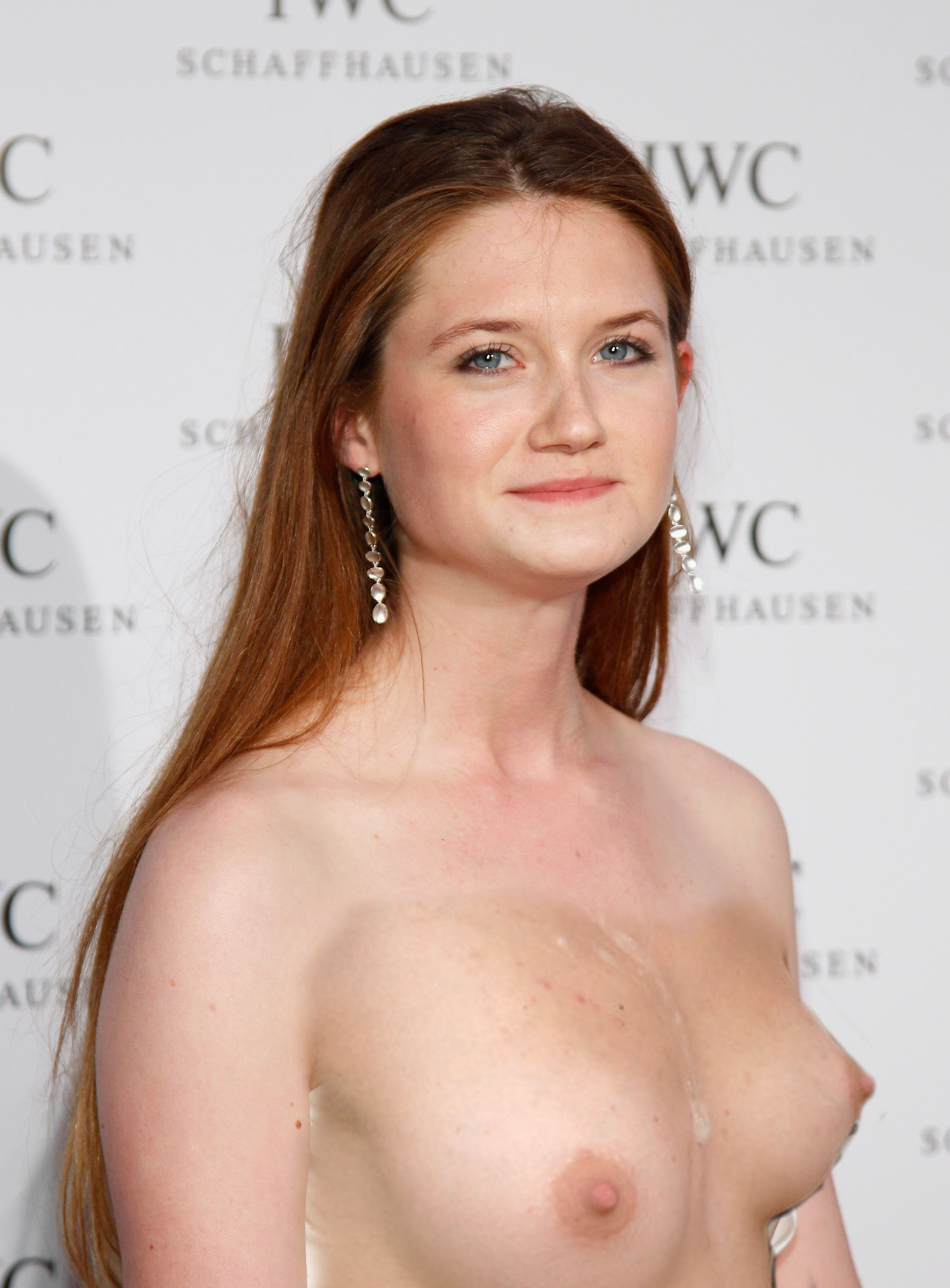 Bonnie_Wright_IWC_-2 cópia.jpg (523.1 KiB) Viewed 11046 times
