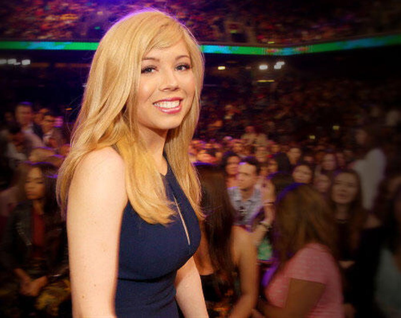 Jennette-McCurdy---2013-Kids-Choice-Awards--19.jpg
