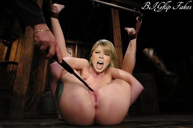 Jennette's cunt can take it all.jpg