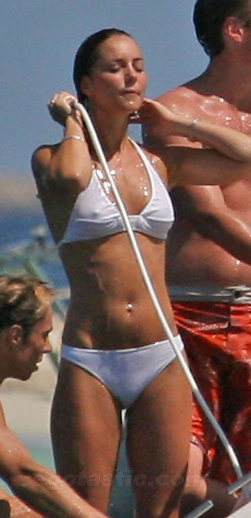 6540_kate-middleton-white-bikini-03.jpg