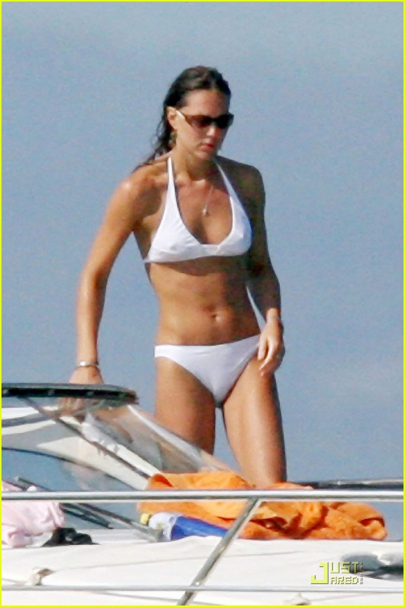 kate-middleton-prince-william-bikini-04.jpg