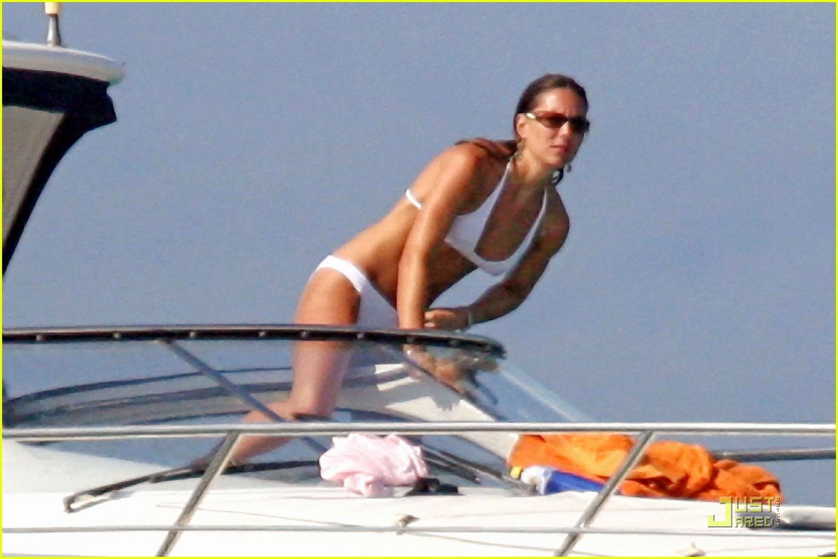 kate-middleton-prince-william-bikini-09.jpg