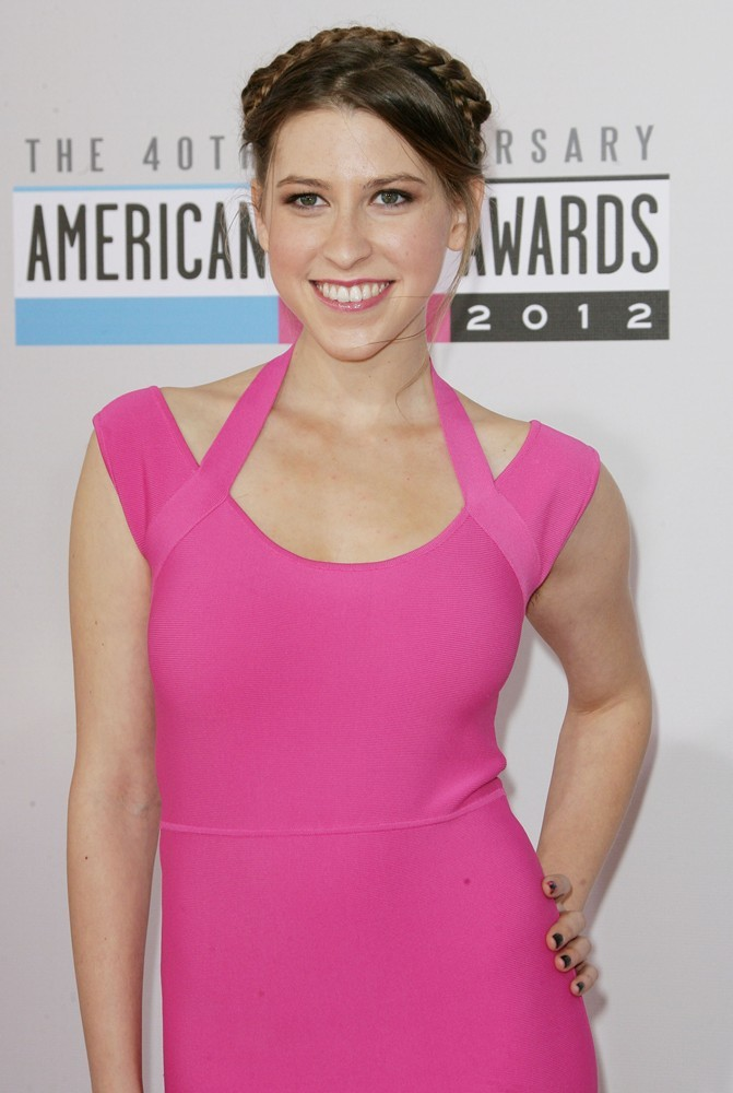 eden-sher-40th-anniversary-american-music-awards-01.jpg