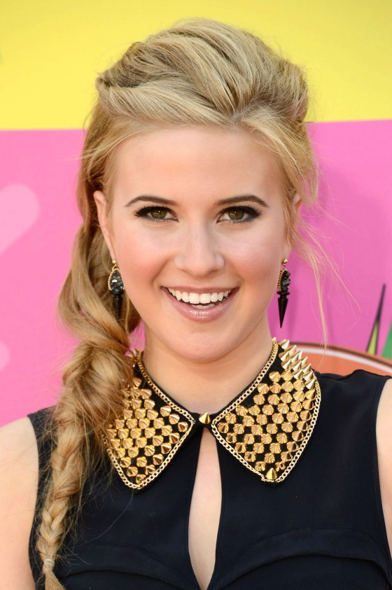 Caroline-Sunshine---2013-Kids-Choice-Awards--04-560x843.jpg