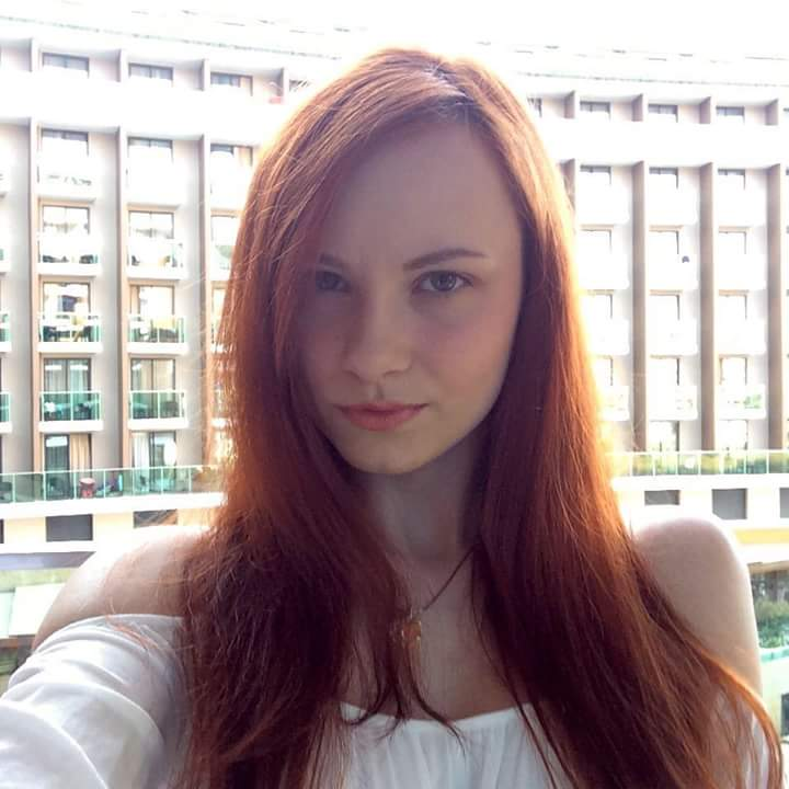 Hot cute redhead teen with nice cleavage : Request Teen