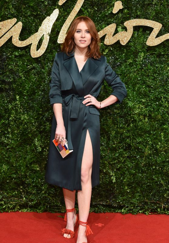angela-scanlon-british-fashion-awards-2015-in-london_1_thumbnail.jpg