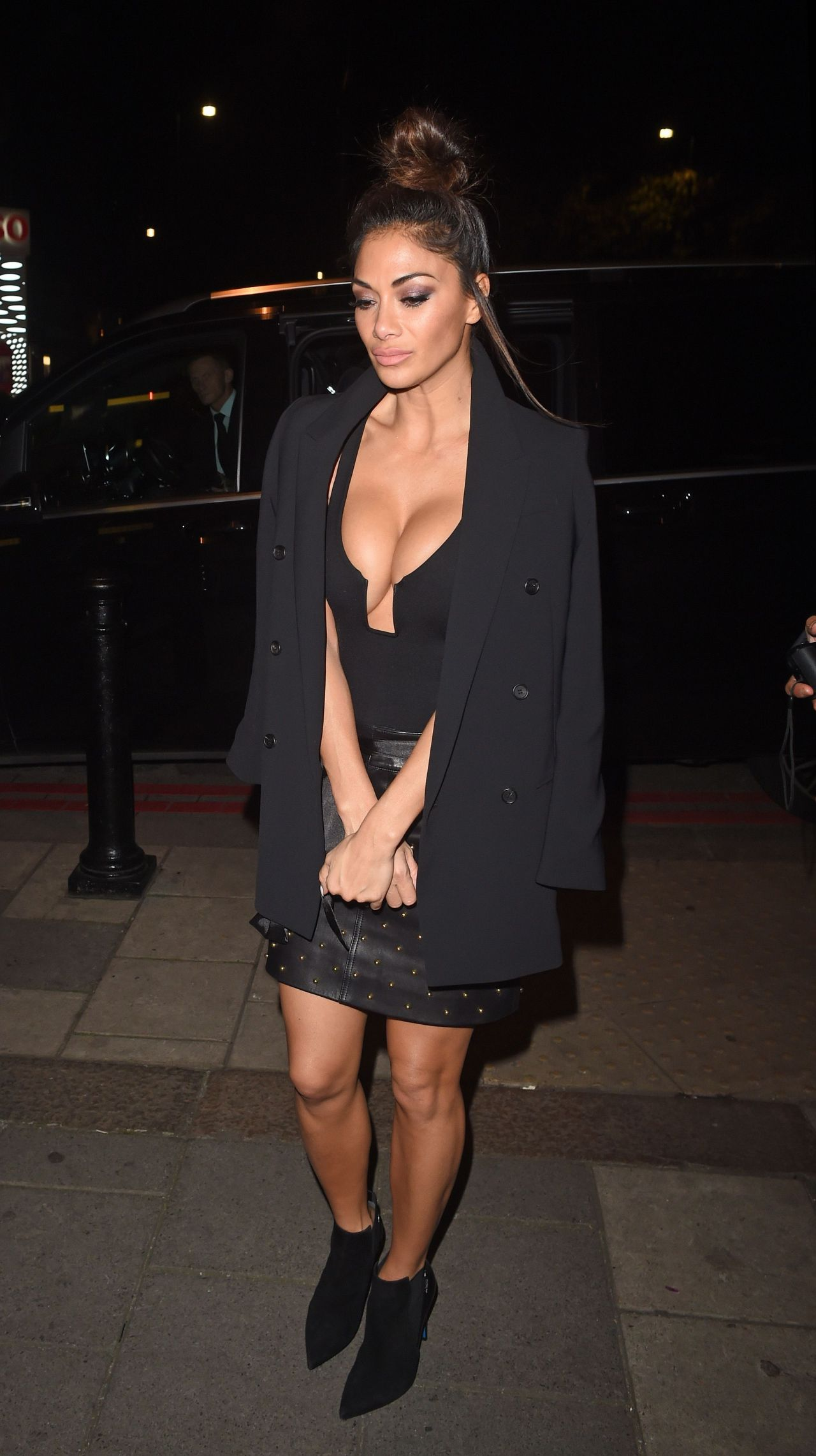 nicole-scherzinger-arriving-back-at-her-hotel-11-27-2016-14.jpg