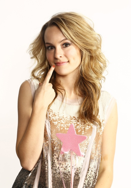 bridget_mendler_z100_dec_2012_jingle_ball_portraits_in_n_y_c_rOD6dgVe_sized.jpg