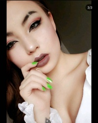 This Asian slut who loves makeup porn pics