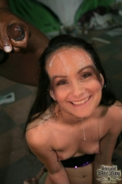 Topic: Beautiful UK Mummy Charlie 35 for cock cum and fakes